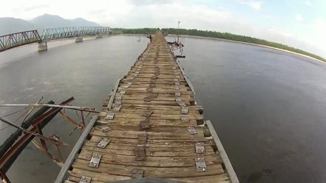 the world's most dangerous bridge for trucks drivers view